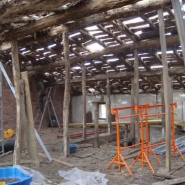 rénovation par remplacement total de la charpente et de la couverture,pose de pannes lamellé collé